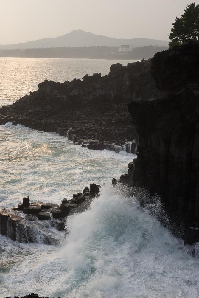Jusangjeolli Cliff waves