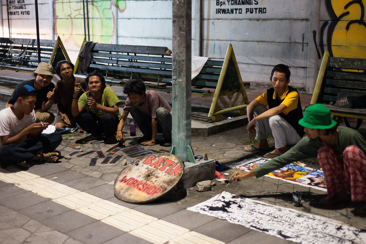 yogyakarta artists paint on sidewalk